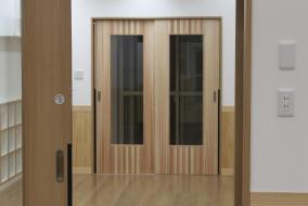障子・襖・ドアなどの開発、製造